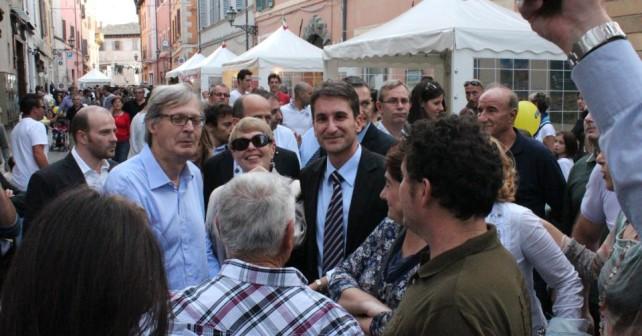 Il sindaco Baldelli con Vittorio Sgarbi alla Fiera del Tartufo