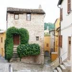 Casa-torre (sec. XV), quartiere delle Birarelle.jpg