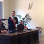 bronzi-dorati-pergola-sindaco-baldelli-studenti-olanda